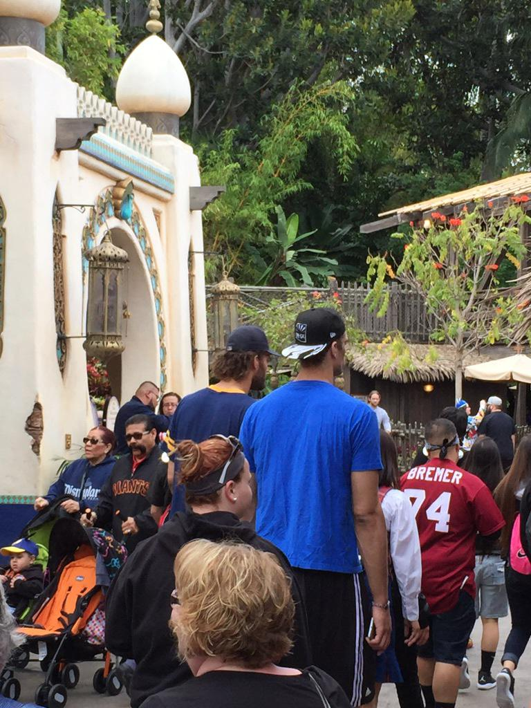 Son is at Disneyland. So, too, are Robin and Brook Lopez. #ofcourse http://t.co/FDxsdItE6P