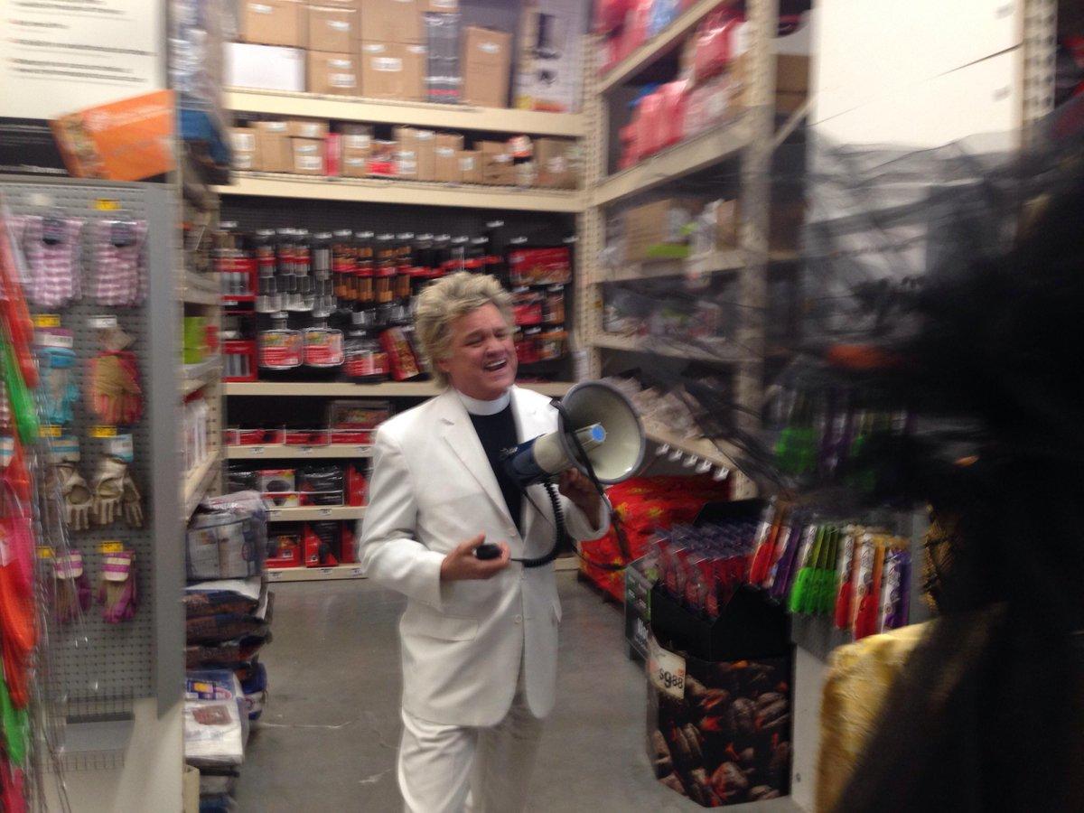 Exorcism of Monsanto from Home Depot  #MarchAgainstMonsanto #StopShoppingRoundup http://t.co/9XvLO81BBt