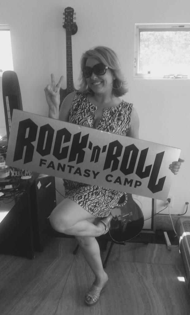 Guess who's going to @RockFantasyCamp with @rudysarzo and @WarrenDeMartini - Me! #InvasionLA http://t.co/lLmcITGZiW