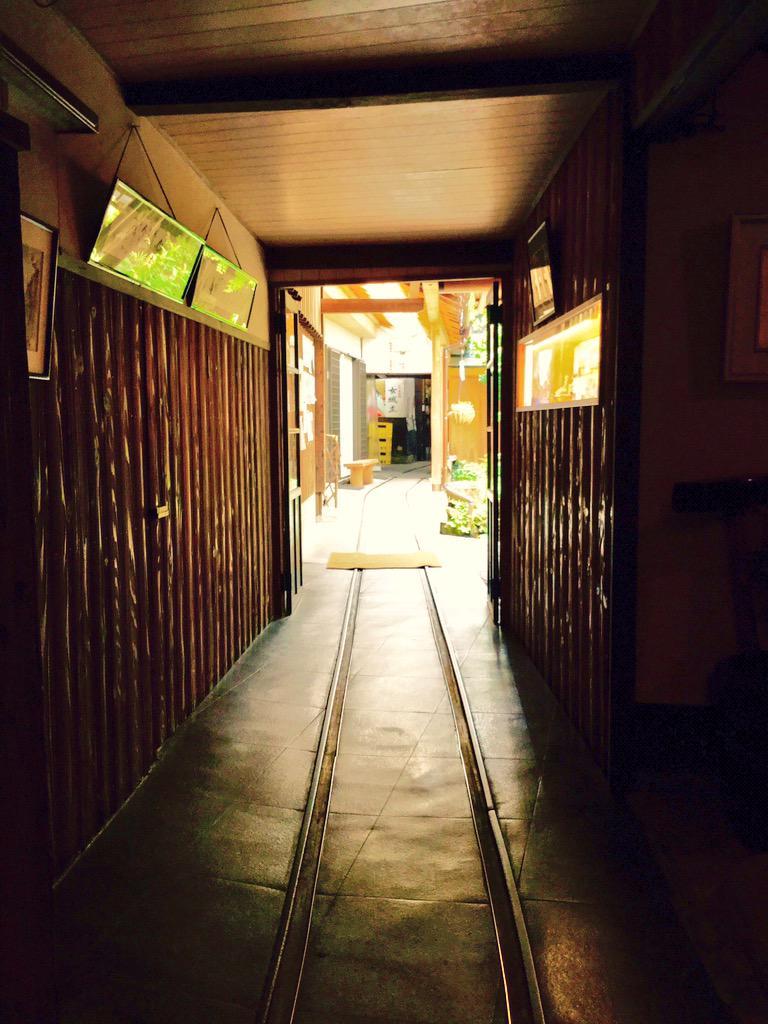 本日も明知鉄道。 終点駅の明智、 城下町の岩村を歩いてきました。  昨日出会えなかったアケチ6形来たし! 最高でした。  しかし、今回一番グッときたのは岩村で見学した酒蔵内のレール! 家の中にレール。夢が一つ増えました。