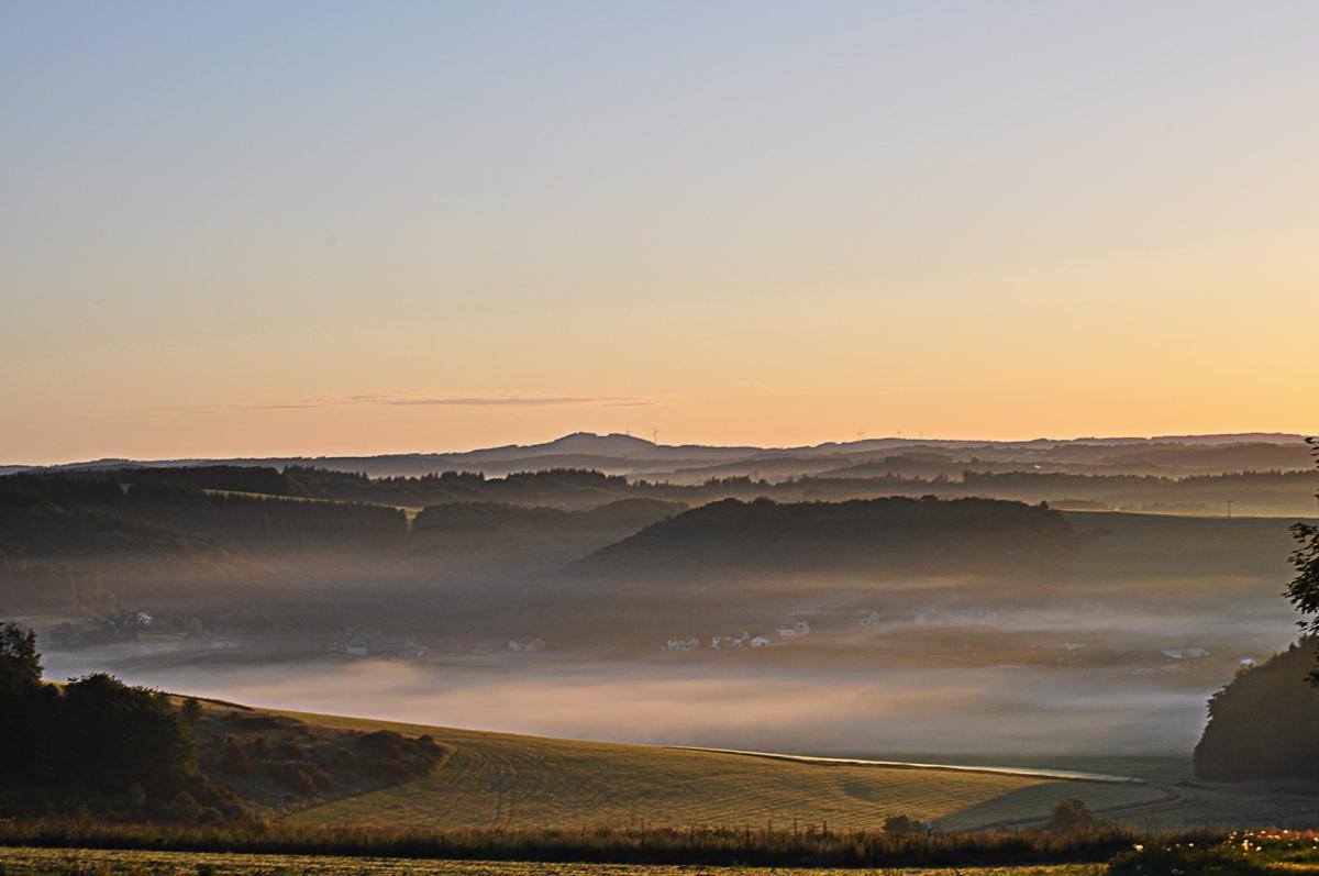 Guten Morgen - Ein neuer Tag bricht an über der #Vulkaneifel. Euch allen ein schönes Pfingstwochenende http://t.co/enBTVwJaq8