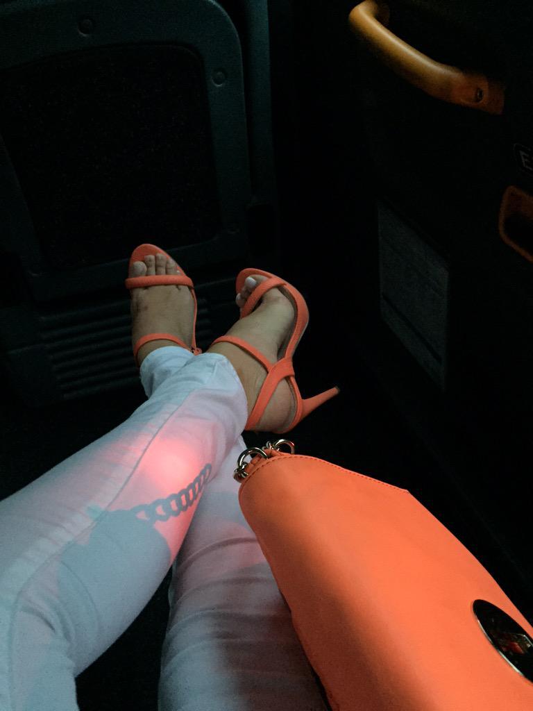 Orange bag shoes combo - givin it loads satsuma-styleeee http://t.co/s9hX5QIXvT