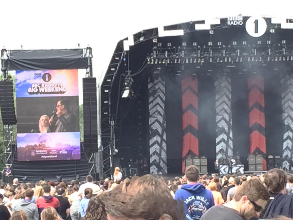 .@scott_mills and Hannah introduce 5SOS at #bigweekend. It's started! http://t.co/2YvwPYxmZj