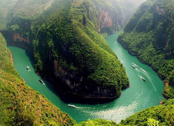 نهر يانغستي .. الصين ..! منظر مدهش لسحابة يطلق
