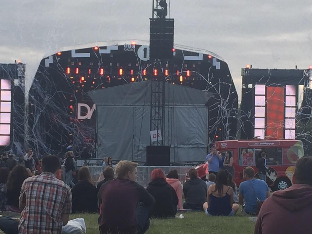 When the wind blows and the ticker tape gets stuck on the stage #bigweekend http://t.co/XzkDQrk5UY