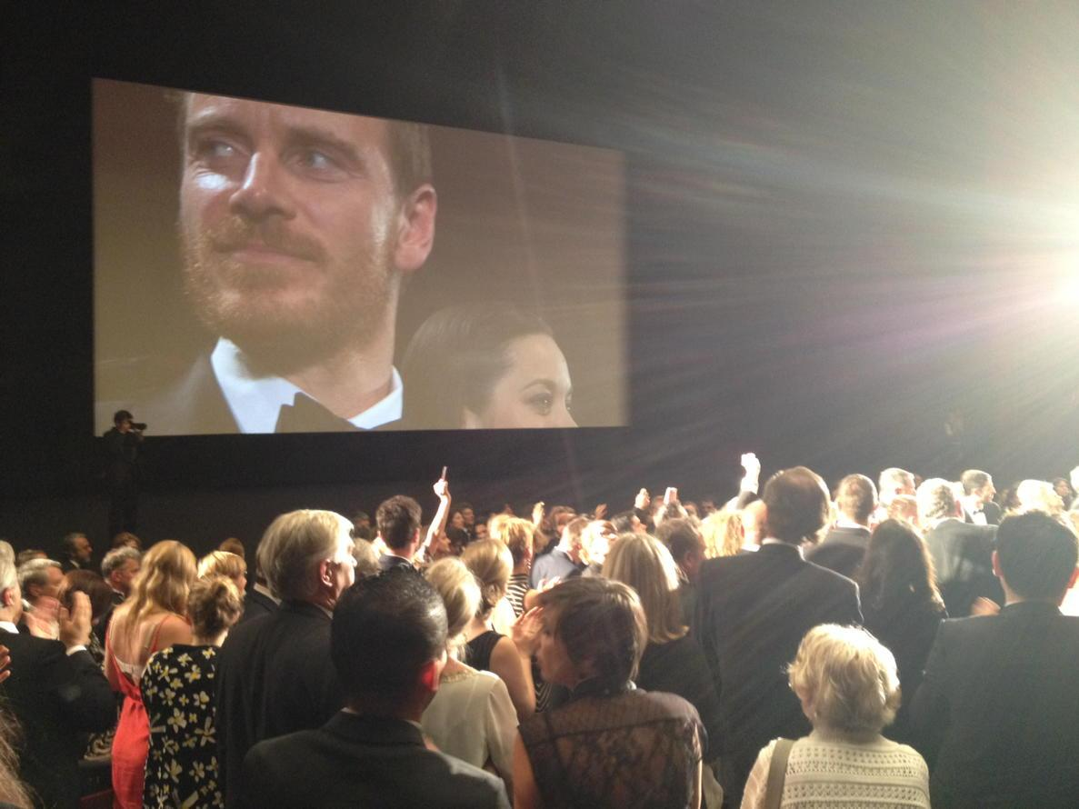 And now here are Fassbender and Cotillard, being properly ovated. This whole theater is like an ovatorium. #Cannes15 http://t.co/CxrLhk7XDy