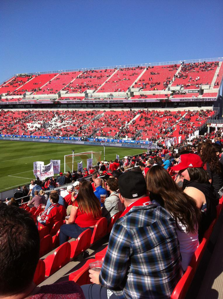 Also, another bumper showing in the Intimidating 'Red Wall'. Yep. TFC totally needed this reno. http://t.co/QoHXdGXg8G