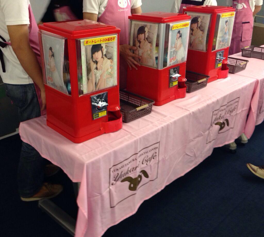 ゆかりんSsLツアー大阪千秋楽開場前物販、ポートレート祭り始まりました。 12:26  #yukarin #yukari_SsL http://t.co/ML86QUAyVv