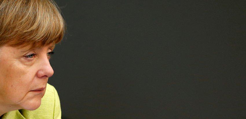 SPIEGELONLINE: SPD setzt Merkel Frist in #BND-Affäre http://t.co/kQFToClU1y http://t.co/1iIDseCKaz