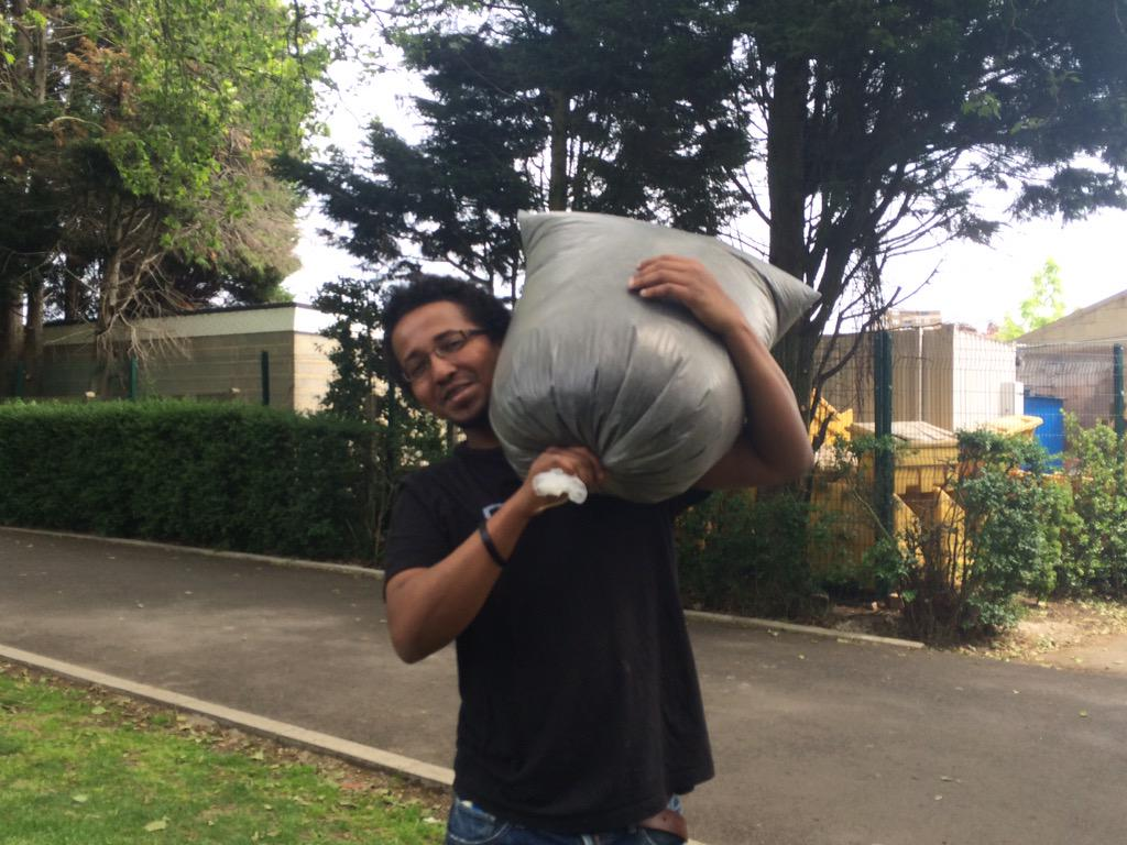Mohamed and his family are taking home their compost @WestLondonWaste #CompostMonth ^Hollie http://t.co/Hggj4LpTsz