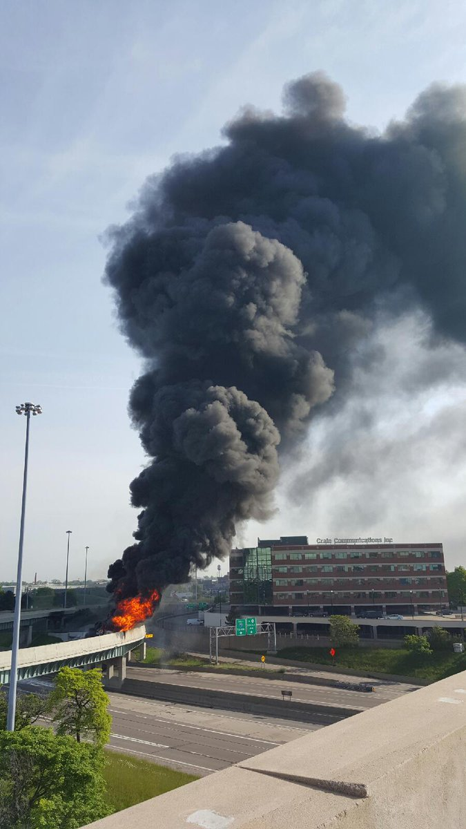 BREAKING NEWS: I-75 at I-375 in #Detroit closed because of a massive tanker fire. #backchannel http://t.co/SJFhKvovLI
