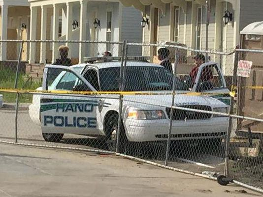 BREAKING NEWS: New Orleans - HANO officer found shot to death in police cruiser  http://t.co/SHgebSjwl2 @NOPDNews http://t.co/jMxfd6TGf5