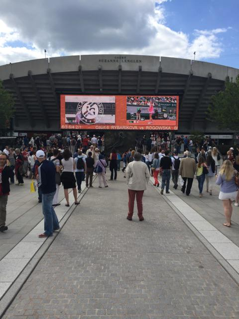 First day of Roland Garros..lots happening on the grounds as you can see. http://t.co/Hk5ah5yeZZ