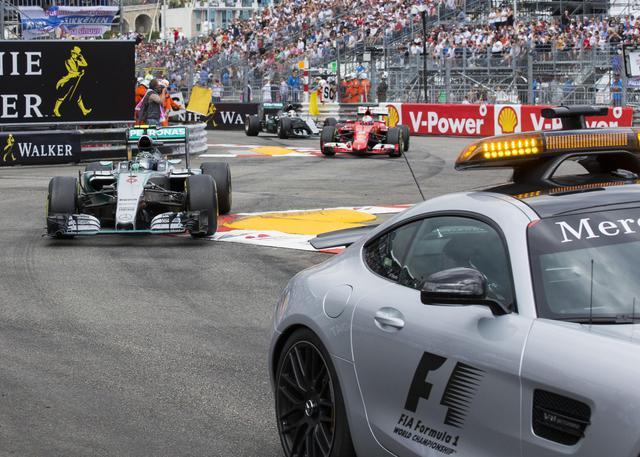 GP Monaco F1 2015: vince Rosberg solo perche' ai box Mercedes richiamano (per errore) Hamilton sul finale