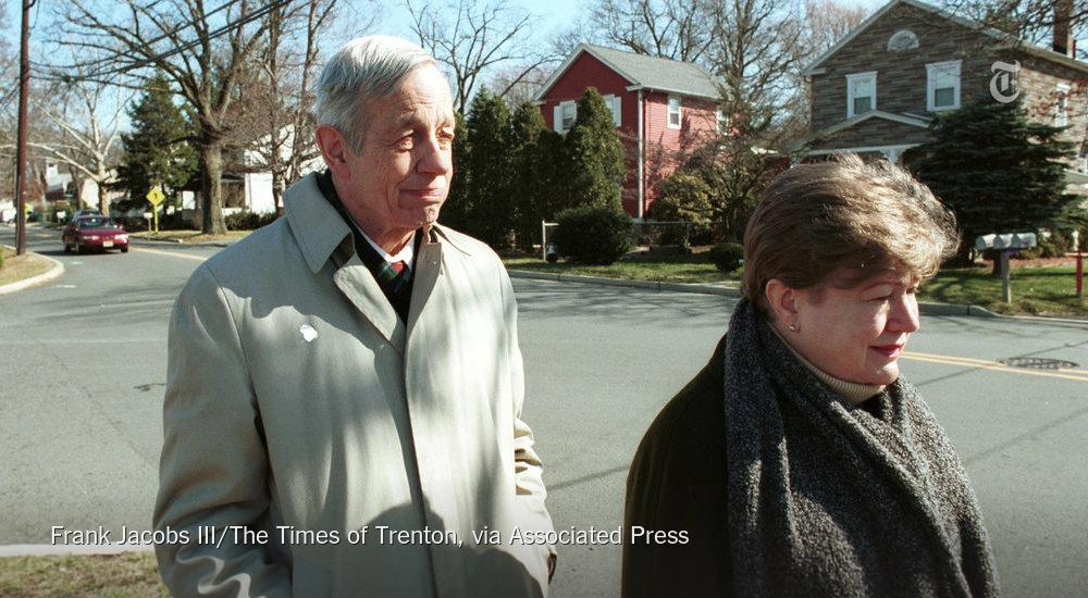 """RT @nytimes: John F. Nash Jr., the mathematician whose life story inspired """"A Beautiful Mind,"""" dies at 86 http://t.co/Hry0wardIi http://t.c…"""