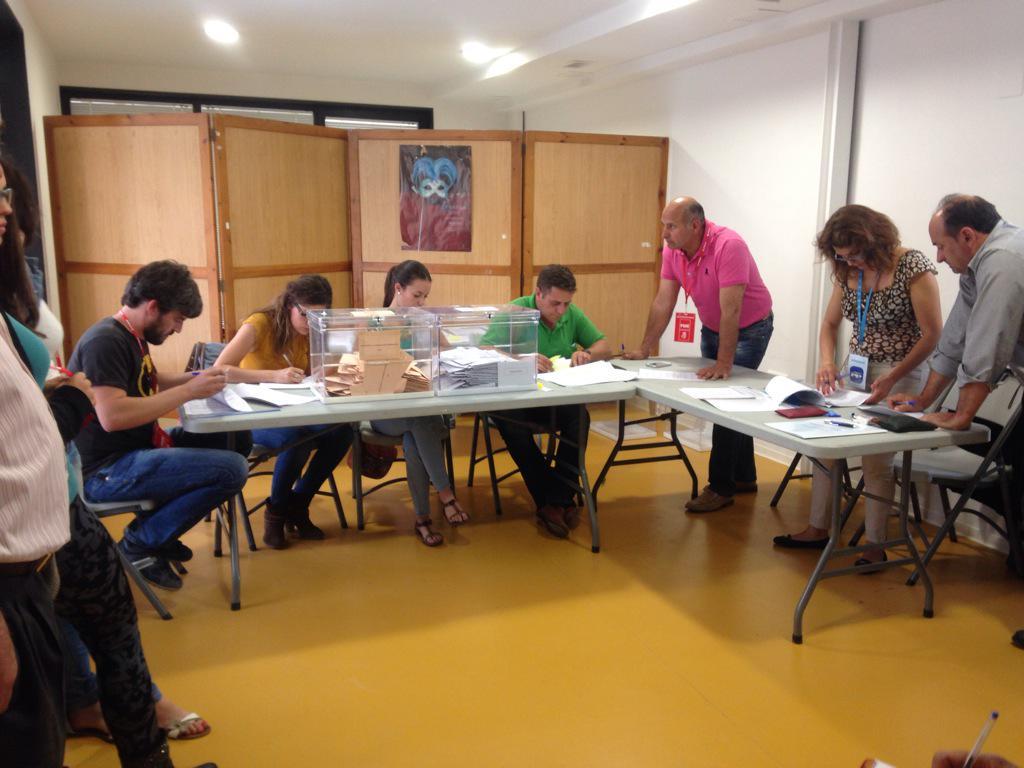 Se cierran las mesas electorales según el horario previsto y comienza el recuento de votos http://t.co/PoA2yS6NN7