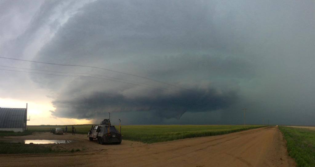 Filming a beastly tornado warned mothership supercell near Lamar, CO! http://t.co/hg0G87YJb0
