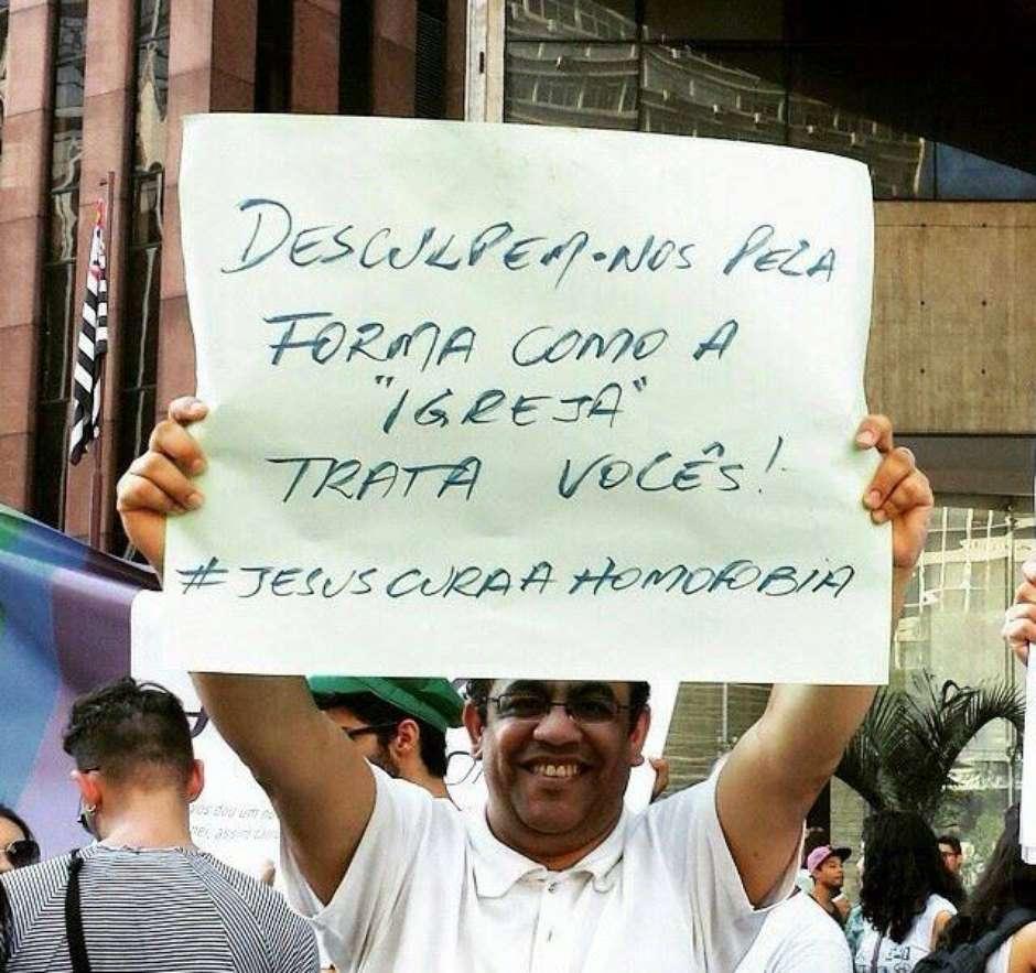 'Nunca recebi tanta gratidão', diz cristão após participação na Parada LGBT de São Paulo http://t.co/lcsJHunDY3