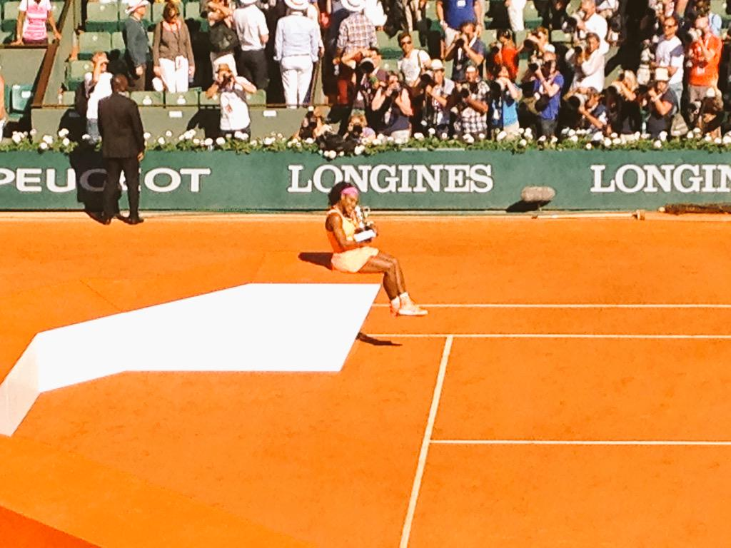 To the victor the spoils. Serena Williams, French Open champion. 20th Grand Slam singles title #bbctennis http://t.co/yNvUsSUFJX