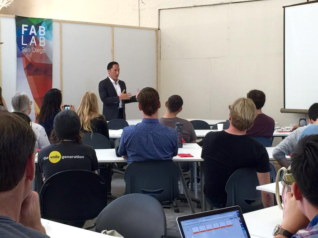 #hackforchange: #SanDiego Councilmember @ToddGloria interacting with civic technologists and designers at @fablabsd http://t.co/rrc6qWwXhS