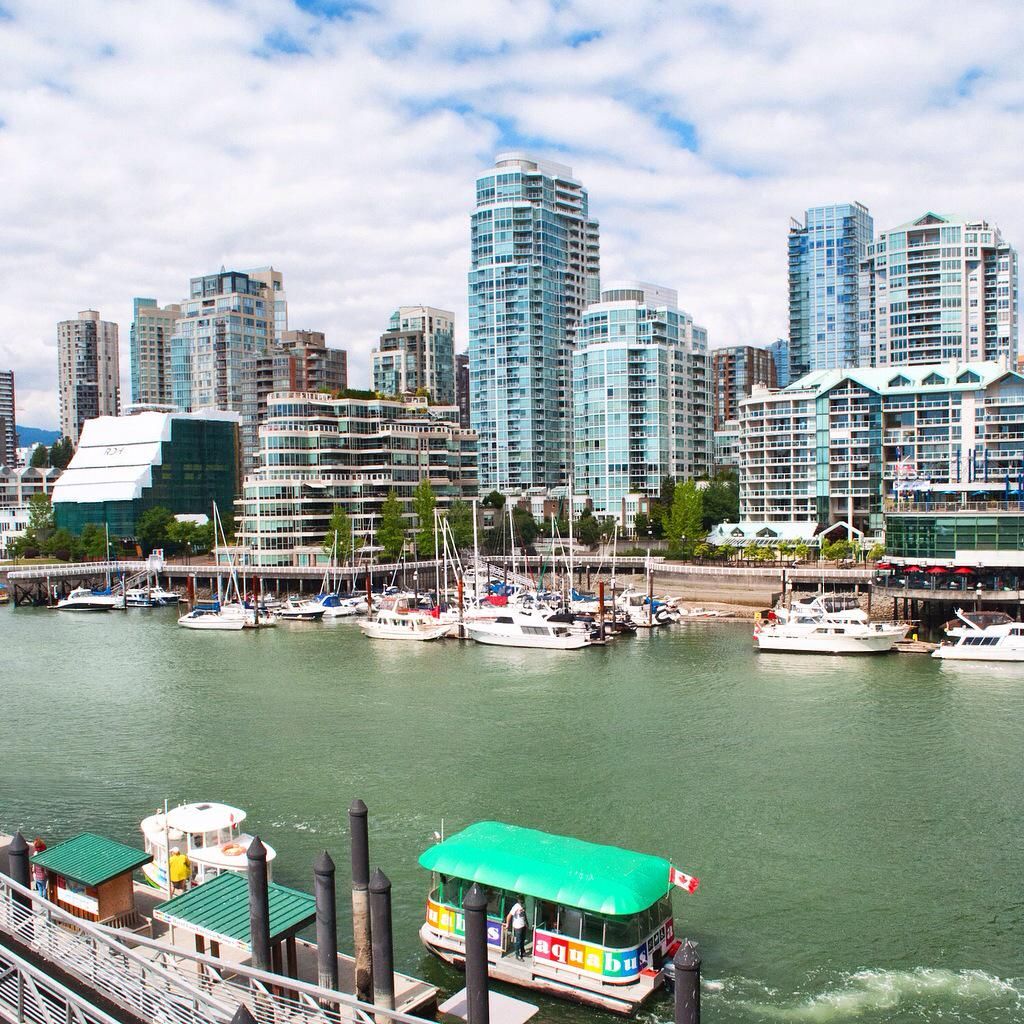 Looking out over #Vancouver from @The_Sandbar restaurant on Granville Island #ExploreCanada #ExploreBC http://t.co/eBk2ui922J