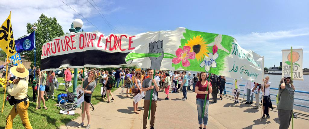 """Our future, our choice!"" #Youth say #StopTarSands! http://t.co/A6q0Ims7DW"