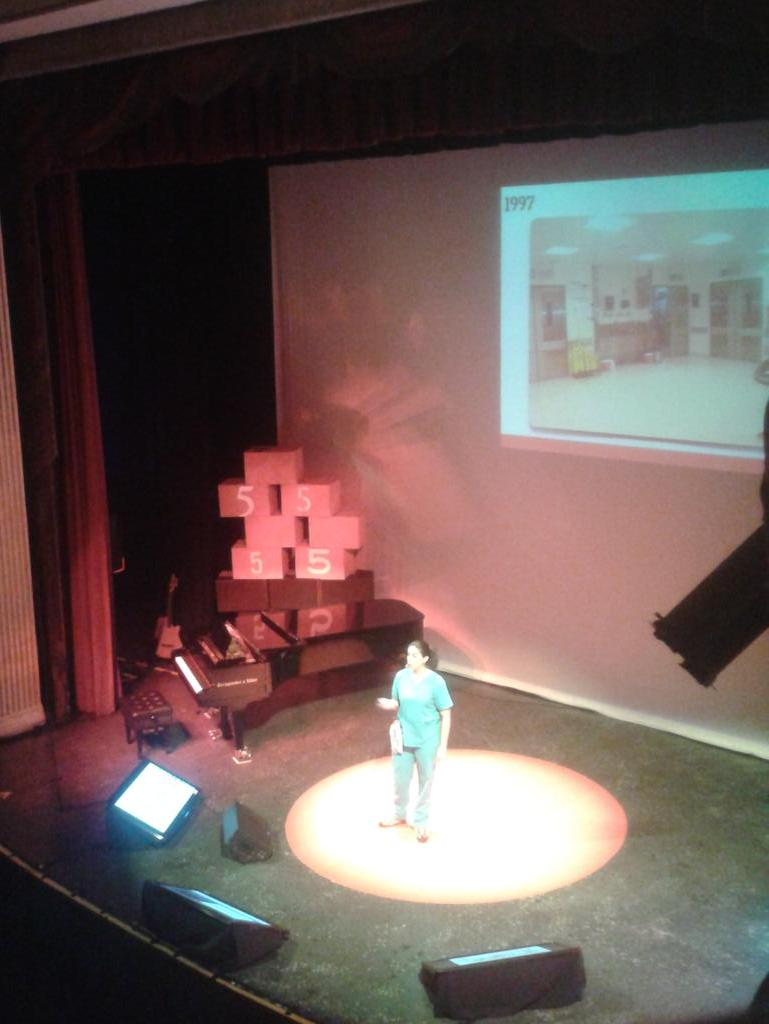Denisse Calle @TEDxQuito @niches13 #PasadoPresenteFuturo http://t.co/EKx7bRqHqU