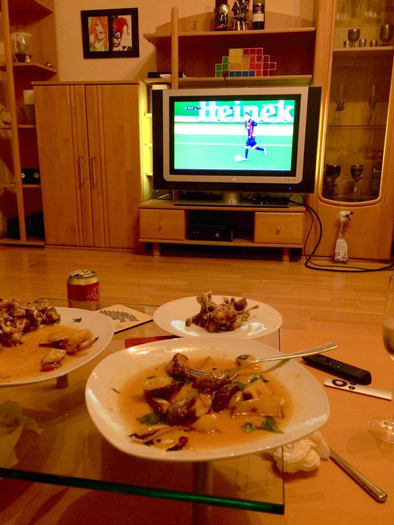 #ChampionsLeague + #KasuomisZitronenHuhn = <3 http://t.co/FipjKAct6x