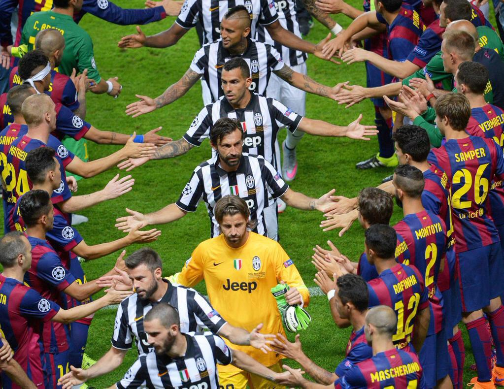 Just a fabulous photo which tells you something about football and about that despot Blatter. Football 1-0 Sepp  http://t.co/YSREVoW9lN