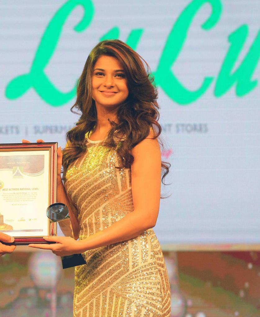 Jennifer winget receives her best actress at Asiavision television Awards  ... @jenwinget http://t.co/qY0bq7sUlf