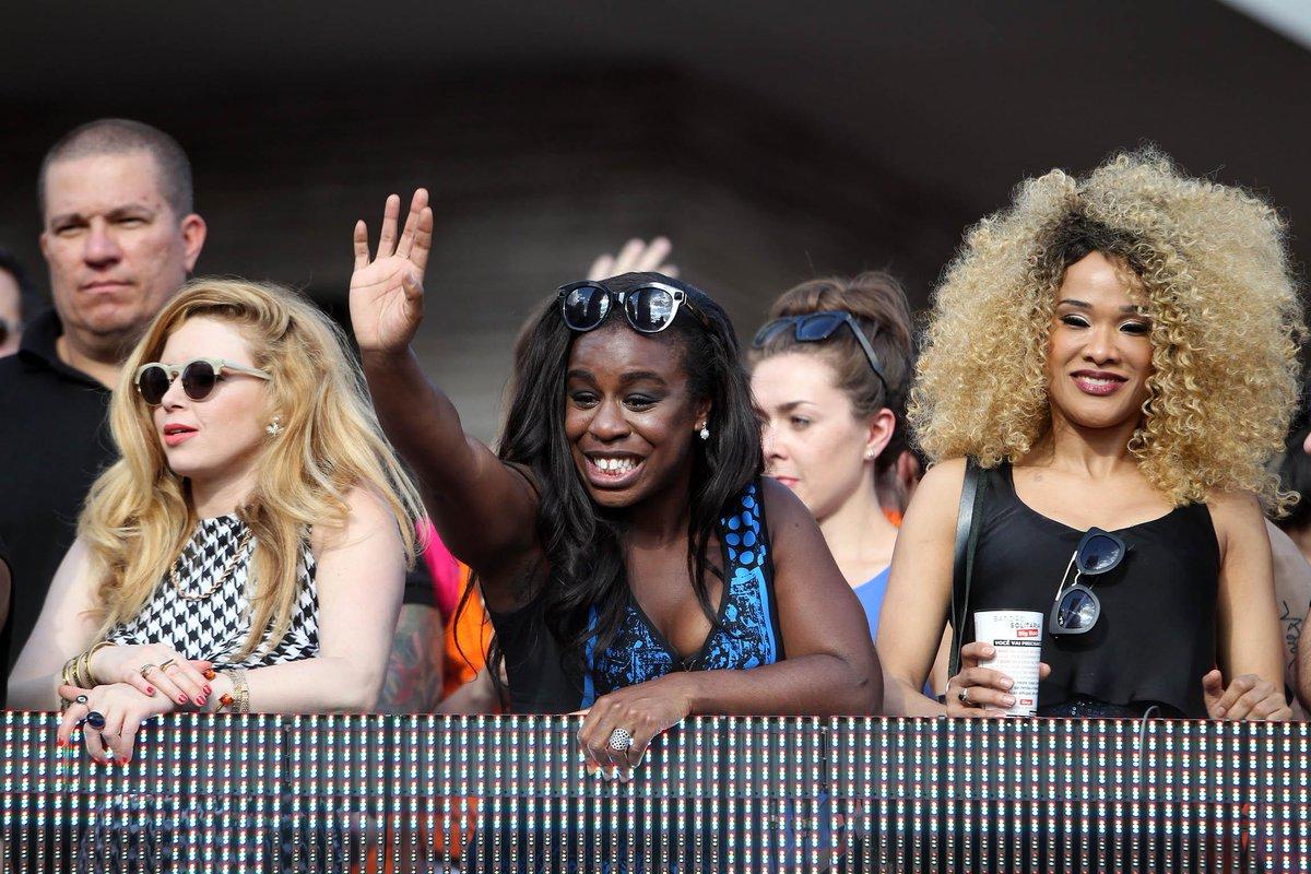 SP: Atrizes de Orange Is The New Black participam da Parada Gay; siga http://t.co/ekjJ8KvXPH