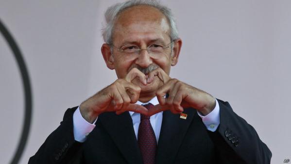 Sen ki HDP'ye yüklenmedin, ödün verdin de bu ülkenin başındaki pisliği göndermeye yardım ettin ya çok güzel adamsın. http://t.co/xTVxCBTL9L