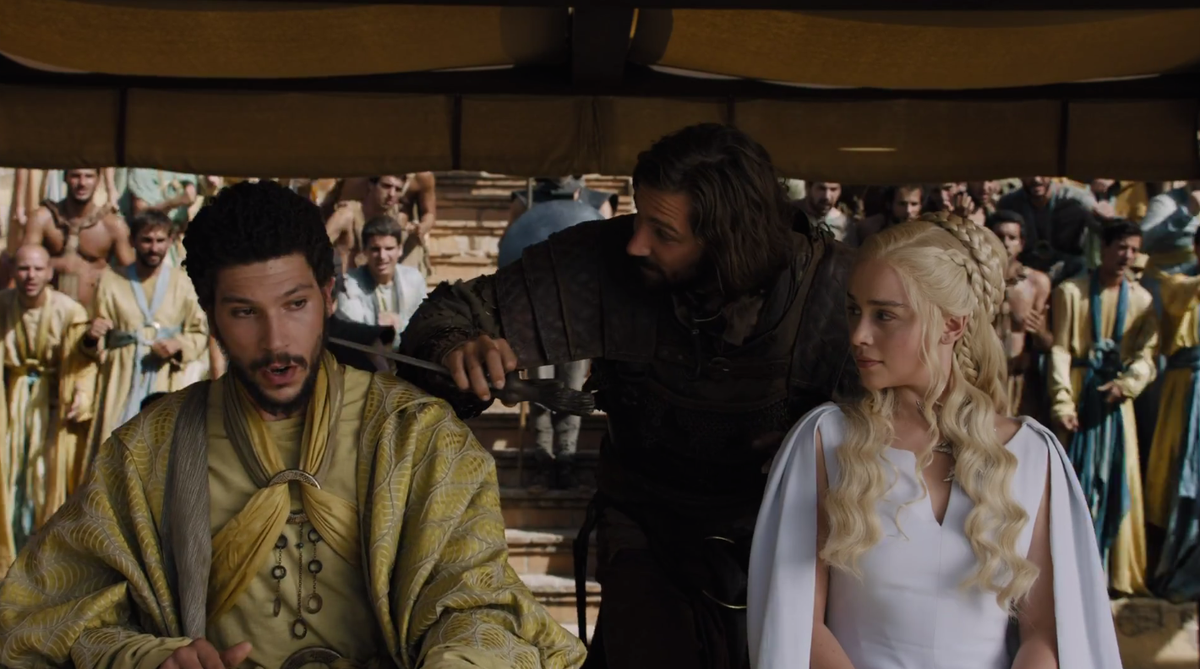 #ThatAwkwardMoment when your betrothed brings her lover on your date to the fighting pits. #GameofThrones http://t.co/eucIrMEL3P