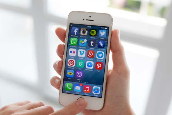 #Mobile operators gain the upper hand in mobile #advertising http://t.co/sbSHKVN7Gl today on @TheWallUK http://t.co/pxdU1xdofG