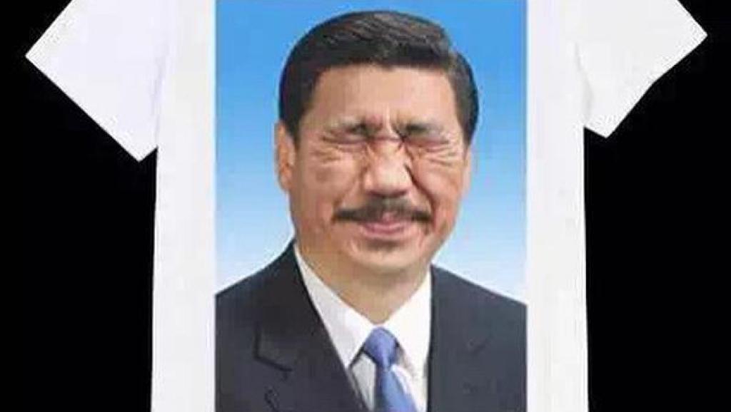 """【上海艺术家戴建勇疑似因恶搞领袖作品被刑拘】戴建勇26日晚被警察带走。家属得到信息称戴因涉嫌""""寻衅滋事罪""""被刑事拘留。事件起因可能是戴在上海城市雕塑艺术中心张贴戏仿领导人头像的政治波普贴纸。http://t.co/Tmp4N4byaB http://t.co/24X4o0cZiU"""