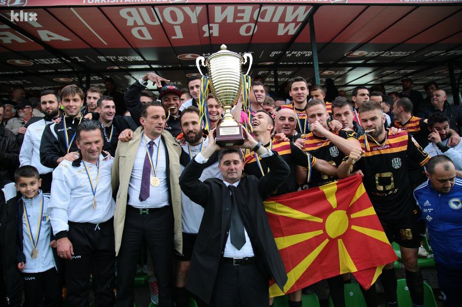 Gligorov brought the Macedonian flag at the celebration