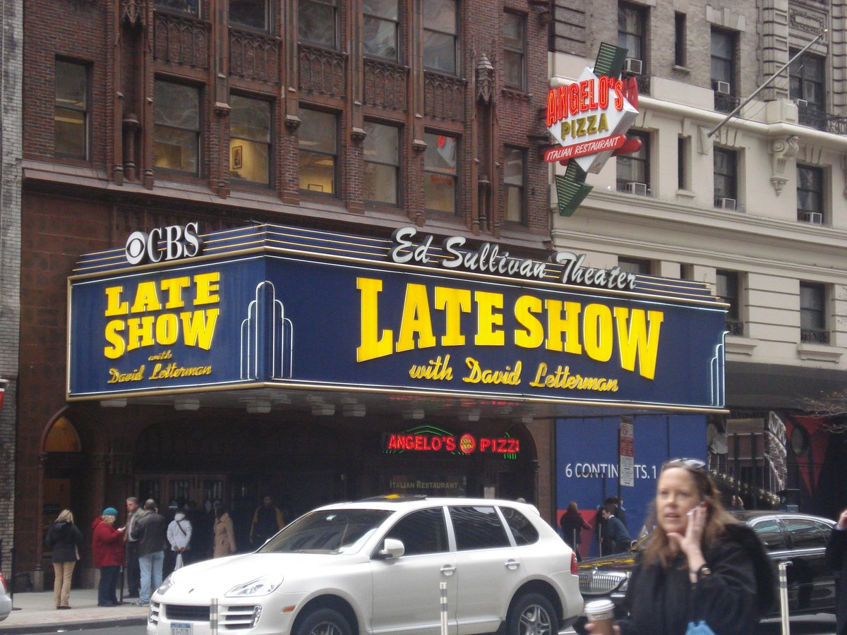 Here was me at the Late Show marquee in December 2009! Miss you all ready Dave! @Letterman #Letterman #ThanksDave http://t.co/cJWPKGDenc