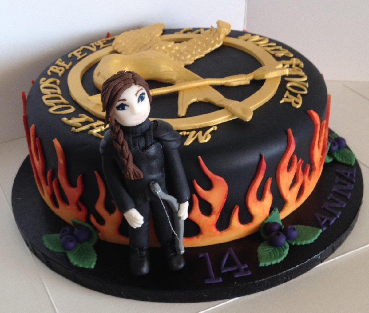 Pleasing Cake Rocks On Twitter Hunger Games Cake Hungergames Cake Funny Birthday Cards Online Elaedamsfinfo