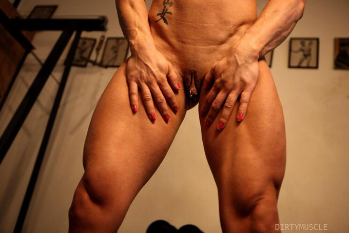 I want your face in between my thighs RT! #WetWednesday #WETNESDAY #bigclit #femalemuscle #fbb http://t