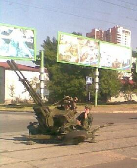В Луганске возле Театра кукол установили зенитку (фото)