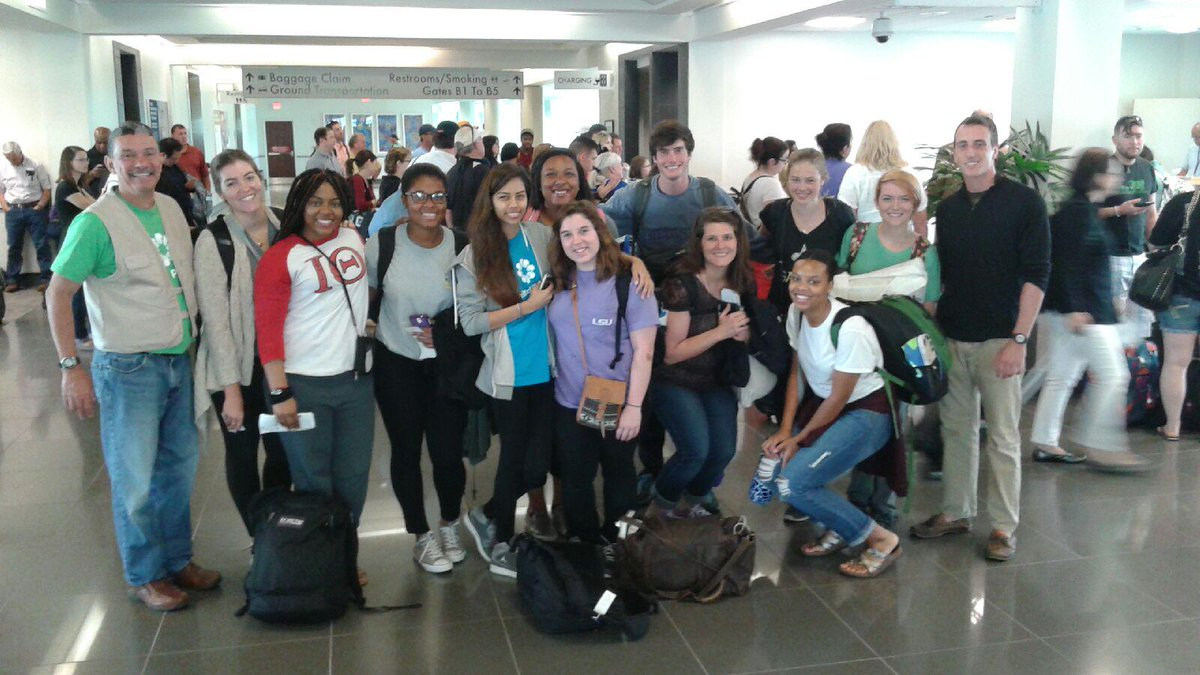 Students take flight to #geauxserve! They're heading to Ecuador with @LSUCampusLife CHANGE Break. #LPLG http://t.co/6HFiYmnMqK