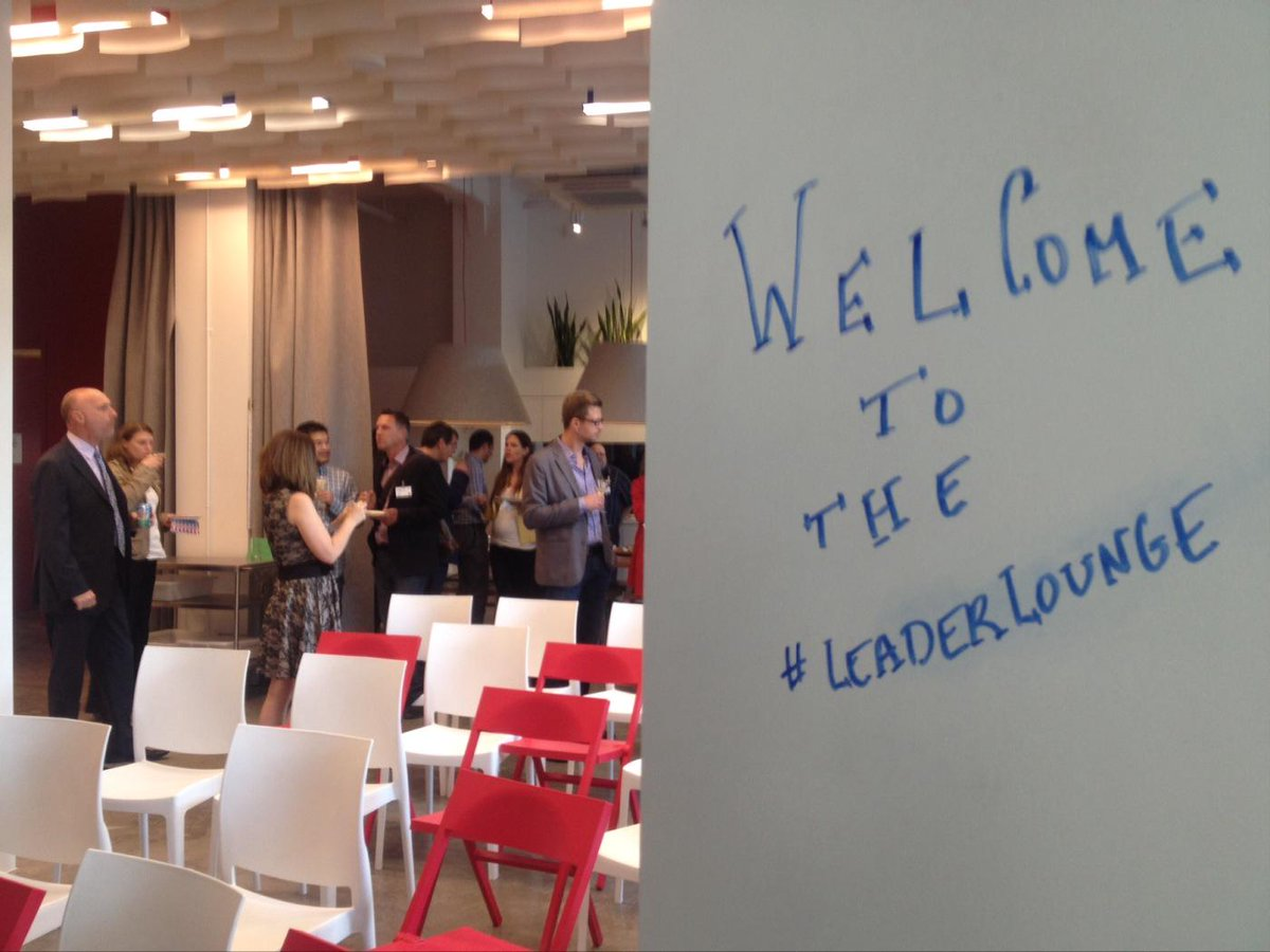 Happy to be at inaugural #LeaderLounge 'To Sell is Human' @DanielPink #YVR @smartsavvy @Gierasimczuk http://t.co/MfVg4HR3eT