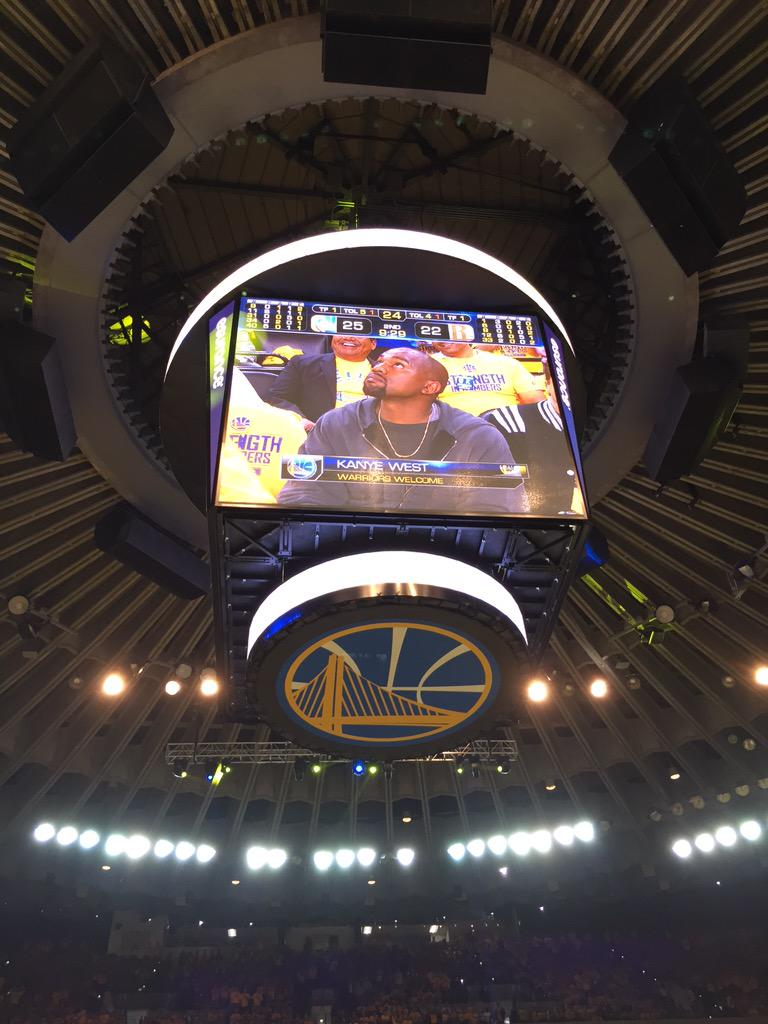 Put on your @warriors shirt @kanyewest!!! http://t.co/Ye6mPfdgm9