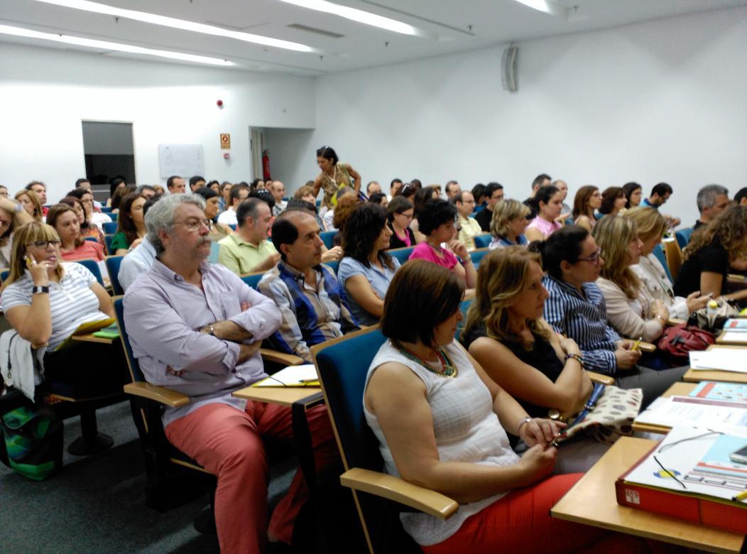 Los docentes a las Jornadas #eTwinMurcia comenzando a descubrir el mundo eTwinning #etwinning10 @eTwinning_es http://t.co/Vb1svyqKHU