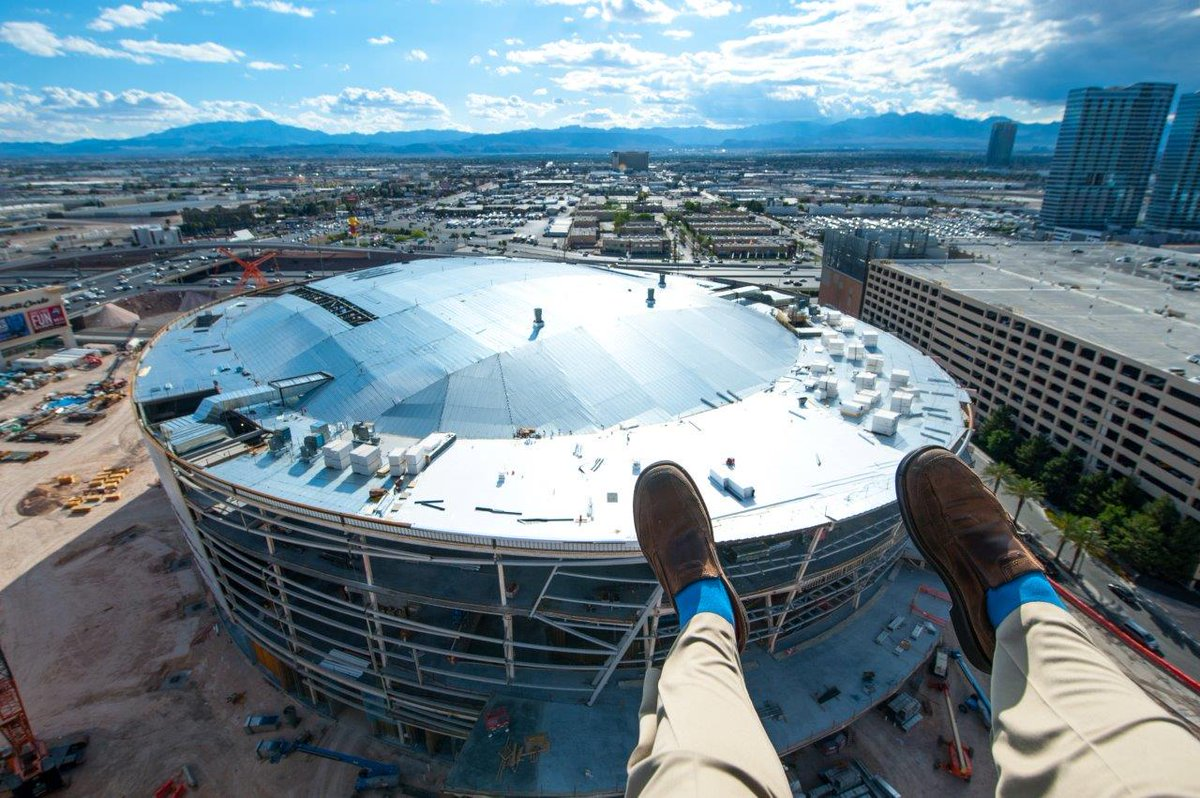 Topped off the new MGM Arena here in Las Vegas. Pretty pretty! Perhaps some PBC boxing there? Oh and NHL!! #Vegas http://t.co/z51ddLUVDu