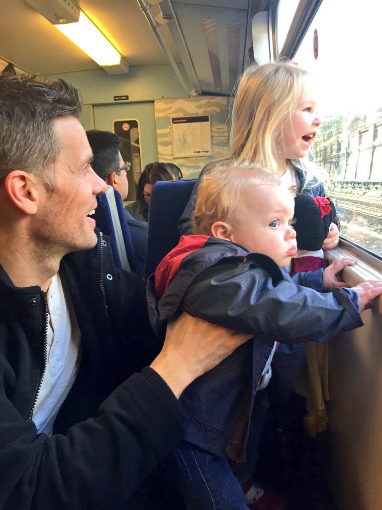 Very excited family @hughhanley on way to London to get Eurostar to Disneyland Paris #frozensummerfun @Disney_UK http://t.co/fYBY2xHhaA
