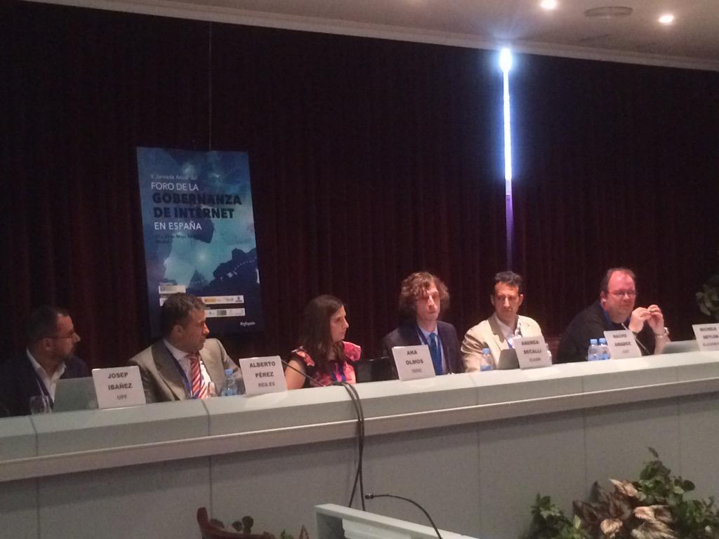 #igfspain Recursos críticos en IGF Spain un debate ameno y alternativo !!  #ethics cc/  @estratic #igfICANN http://t.co/oLZsmeC1xw