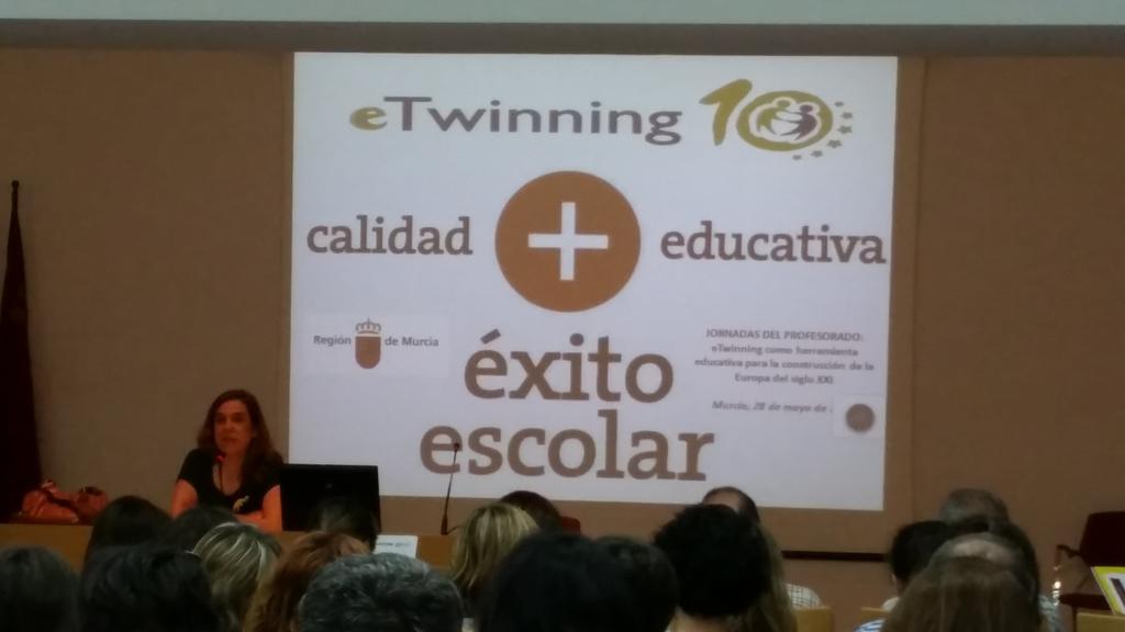 Novedad en cursos #eTwinning  el mooc @eTwinning_es  en abierto #twinmooc Begoña Iniesta @ eTwinnico http://t.co/XRWkJozCQi
