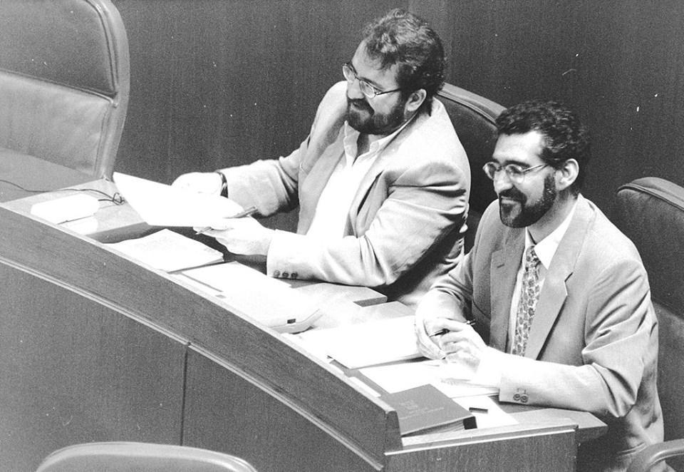 Tal día como hoy fueron elegidos Chesús Bernal y @ChesusYuste como primeros diputados #Chunta en las Cortes de Aragón http://t.co/jsNwdt0AVA