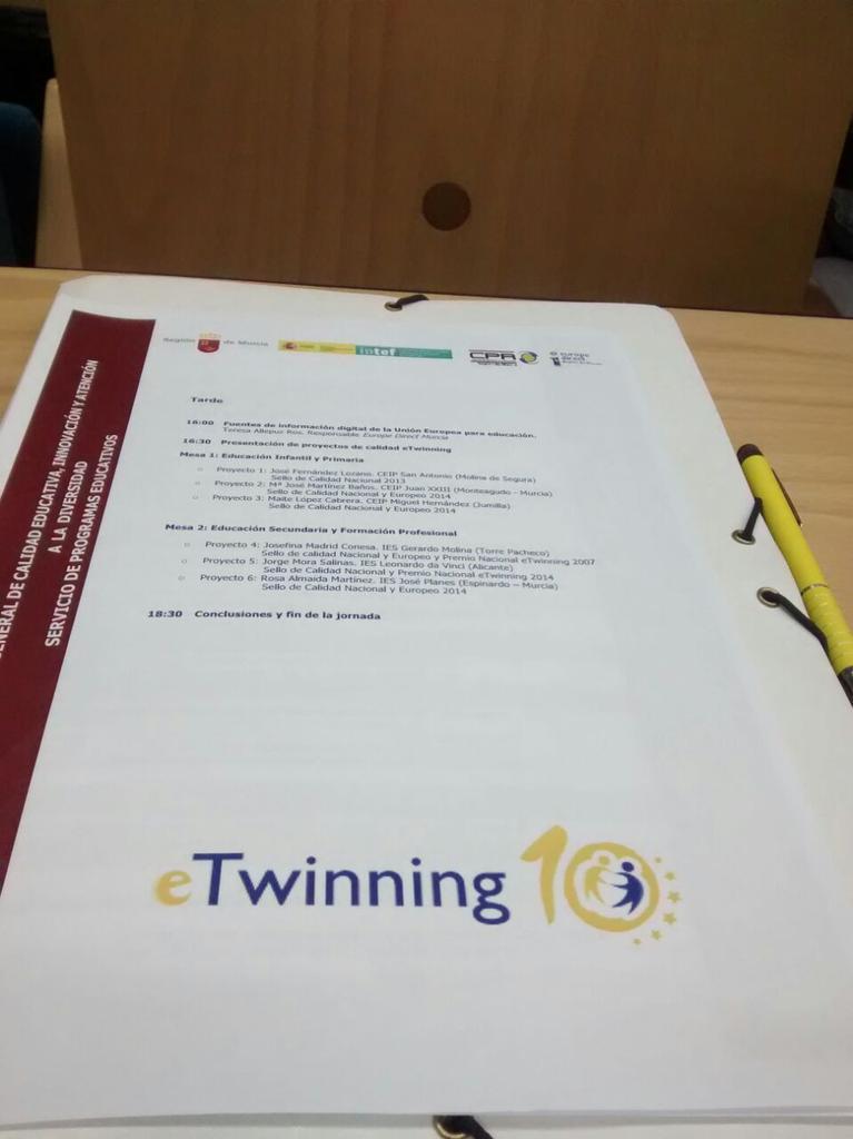 Etwinning y yo! Aprendiendo con @eTwinning_es @eTwinnico http://t.co/KBSQgDJAGt